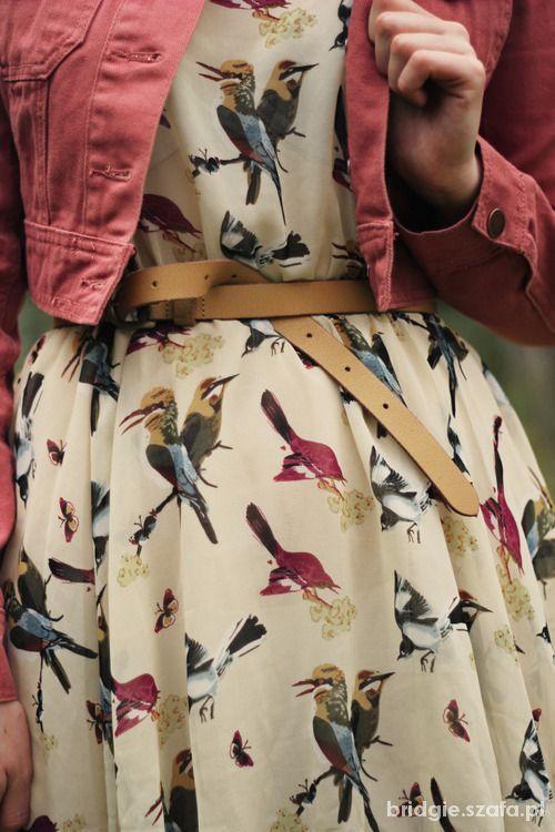 sukienka z motywem w ptaszki...