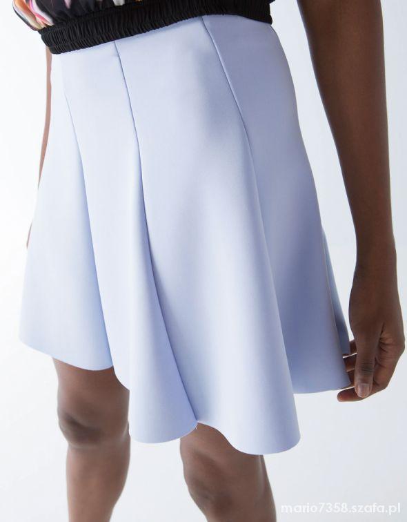 Spódnice Bershka S błękitna rozkloszowana spódniczka sexy