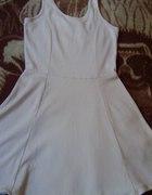 sukienka nude rozkloszowana stradivarius S