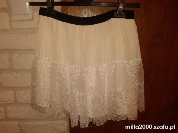 Spódnice PROMOCJA H&M koronkowa rozkloszowana spódniczka s
