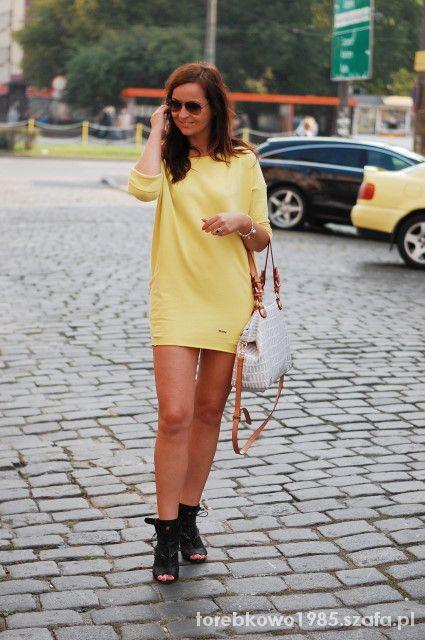 Na specjalne okazje piękna żółta sukienka z fajną torebką