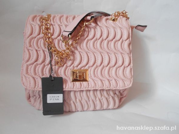 chanelka złoty łancuch pastelowy roz kuferek