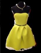 Rozkloszowana piankowa gorsetowa sukienka z koła