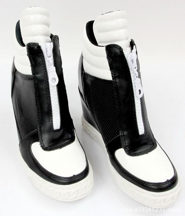 sneakersy botki koturna