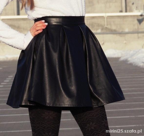 Spódnice Rozkloszowana spódniczka czarna zip M