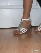 sandały białe