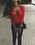 Czerwona bluzka kopertowa
