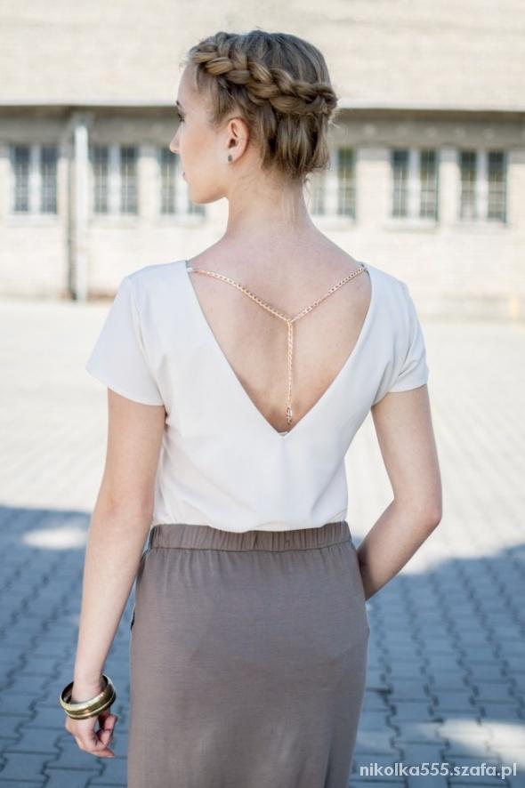 Bluzka z łańcuszkiem na plecach