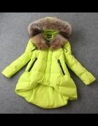 Neonowy płaszcz z futrem naturalnym