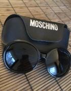 Czarne muchy Moschino...