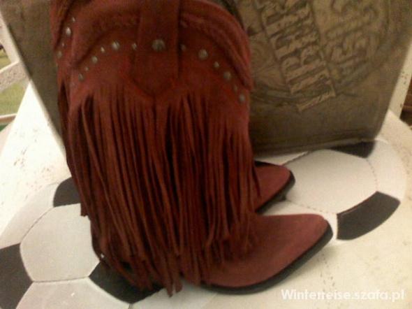 Liberty Black Vegas kowbojki czerwone frędzle