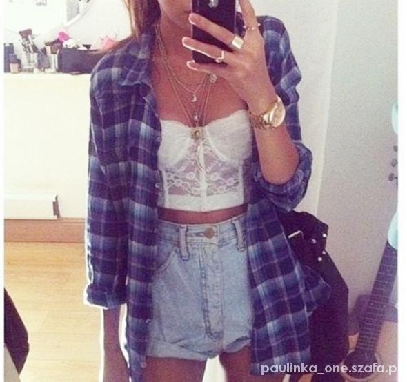 Jeansowe szorty i koszula w kratę...