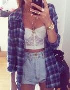Jeansowe szorty i koszula w kratę