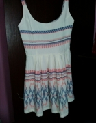 Sukienka aztec Pull and Bear