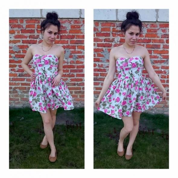 Romantyczne rozkloszowana sukienka w kwiaty