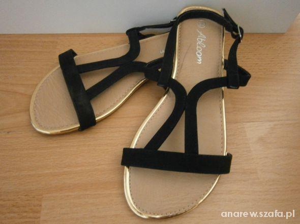 Nowe czarne sandałki