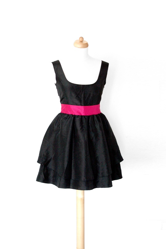 ASOS rozkloszowana sukienka z odkrytymi plecami