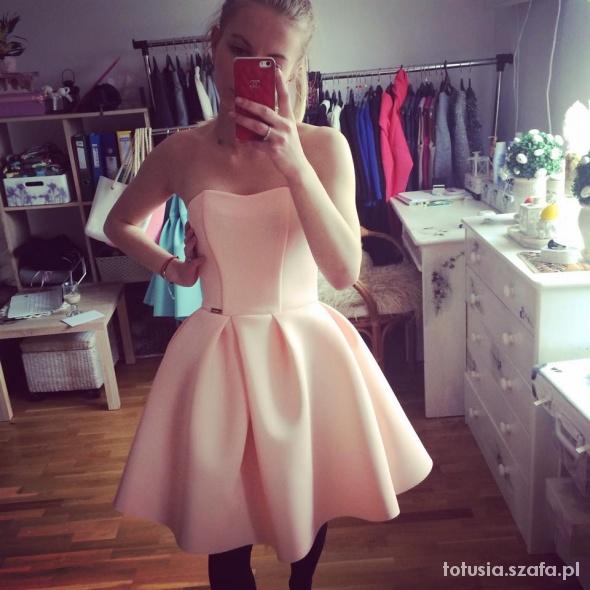 175ee89fbd Suknie i sukienki Sukienka pudrowy róż smoriss wesele rozkloszowana