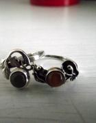 Dwa stare delikatne pierścionki...