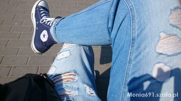 Mohito jeansy boyfriend z dziurami...