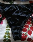 czarne stringi z pasami do pończoch