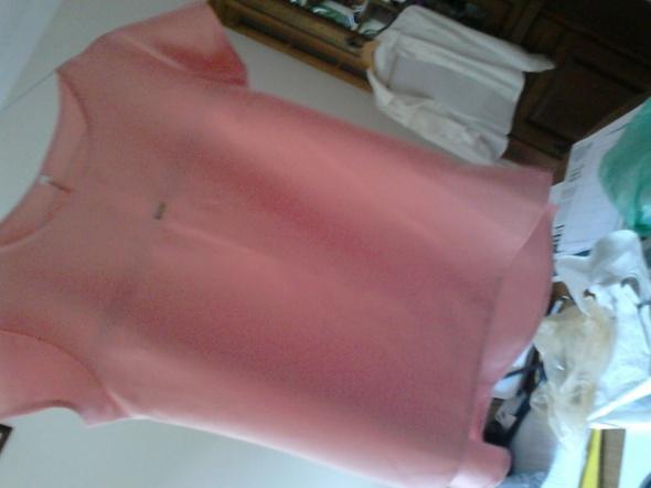 letnia bluzka o eleganckim kroju