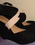 Boskie czarno różowe sandałki koturn Bershka 38