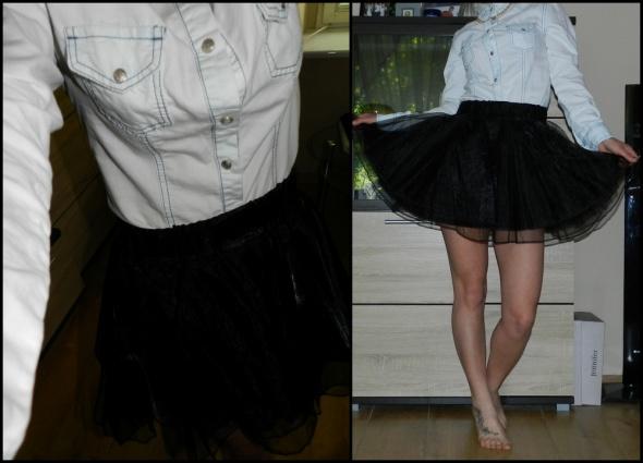 Codzienne tiulowa spódniczka i jeansowa koszula