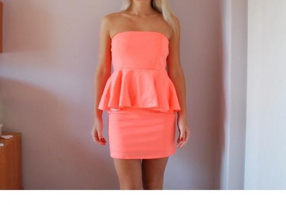 Ubrania Sukienka morelowa z baskinką Zara roz M