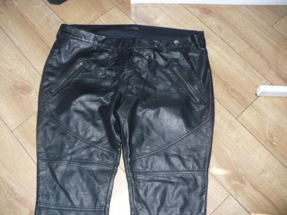 Ubrania poszukuje spodni z eko skóry matowe