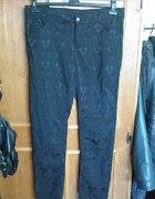 Spodnie w tłoczone wzory