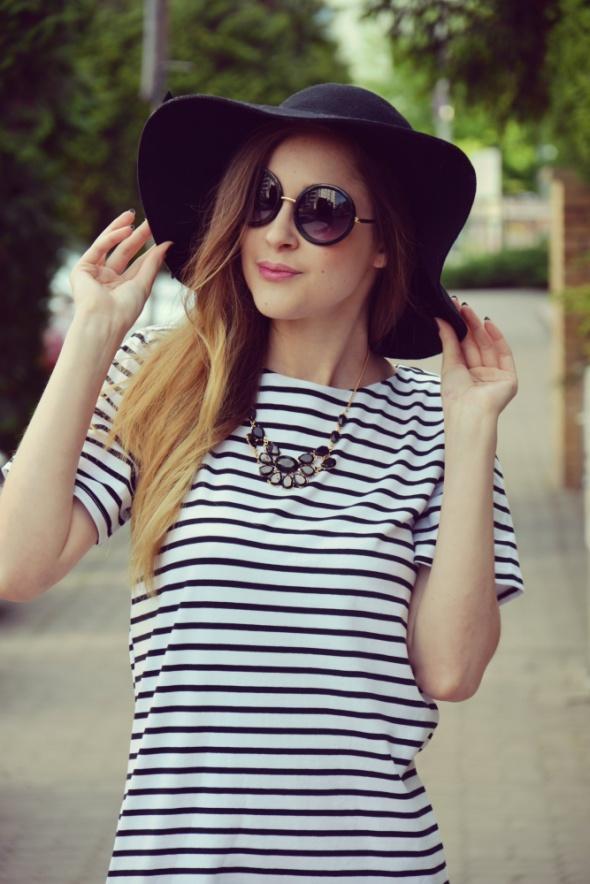 Blogerek BLACK WHITE STRIPED DRESS
