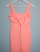 Różowa sukienka Pull&Bear...