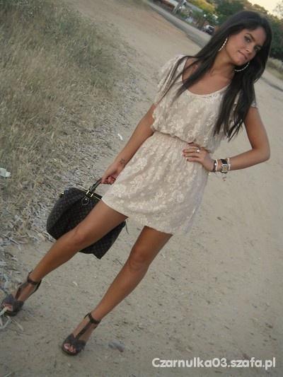 sukienka koronkowa zara nude