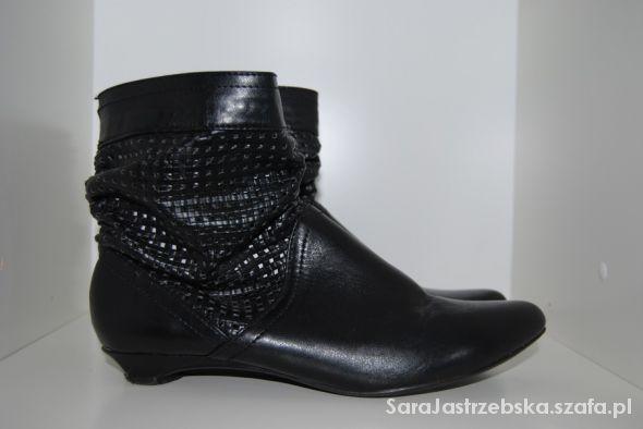 Czarne botki DinSko