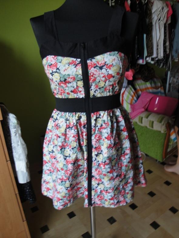 Suknie i sukienki sukienka w kwiaty z zamkiem z przodu
