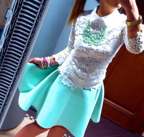 Eleganckie Bluzeczka z gipiury i rozkloszowana spódniczka