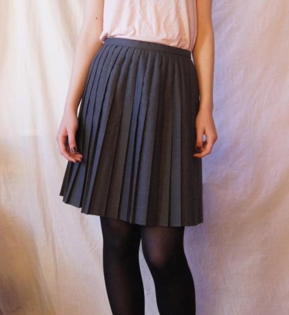 plisowana spódnica z wysokim stanem mundurek w Spódnice