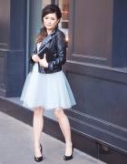 tiulowa sukienka w kolorze niebieskim...