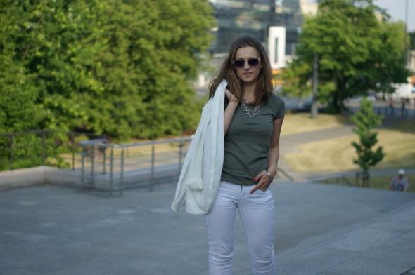 Blogerek Khaki i biel na lato