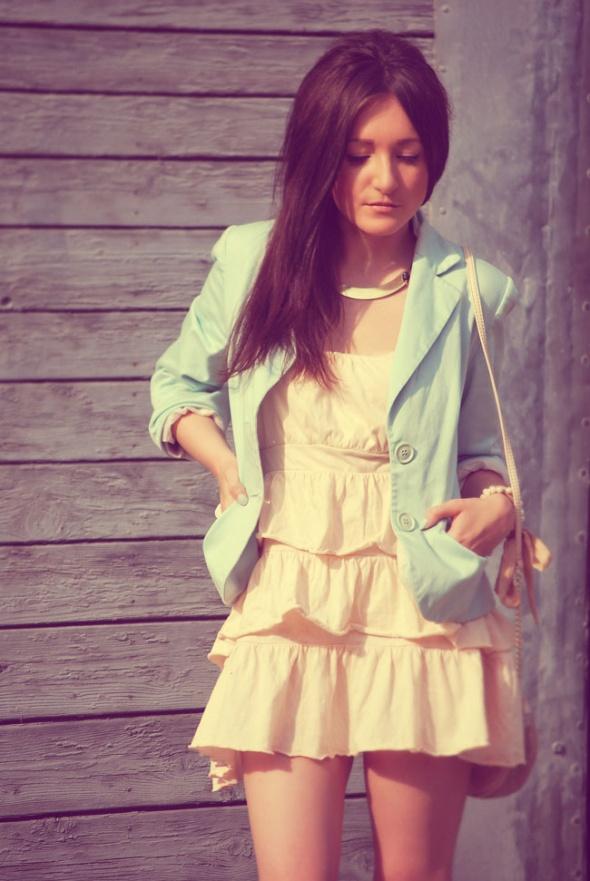 sukienka w pastelowych kolorach...