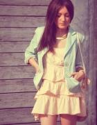 sukienka w pastelowych kolorach