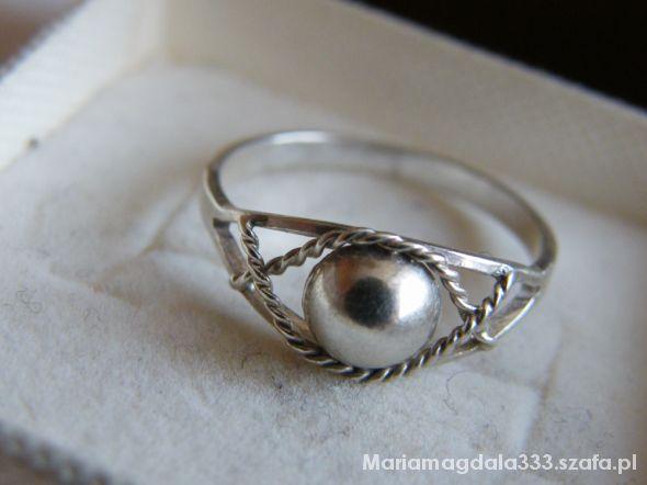 Prześliczny srebrny z kulką
