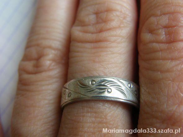 Obrączki Pierścionek zdobiona obrączka srebro