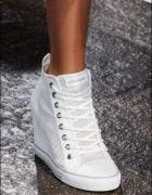 Ażurowe trampki sneakersy na koturnie