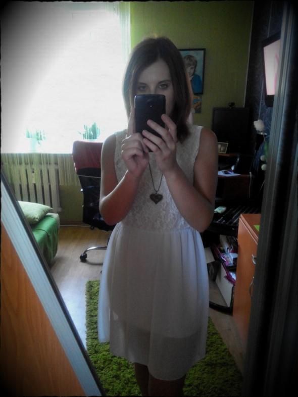 Romantyczne Biała koronkowa sukienka