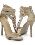 Sandały na szpilce z łańcuszkiem