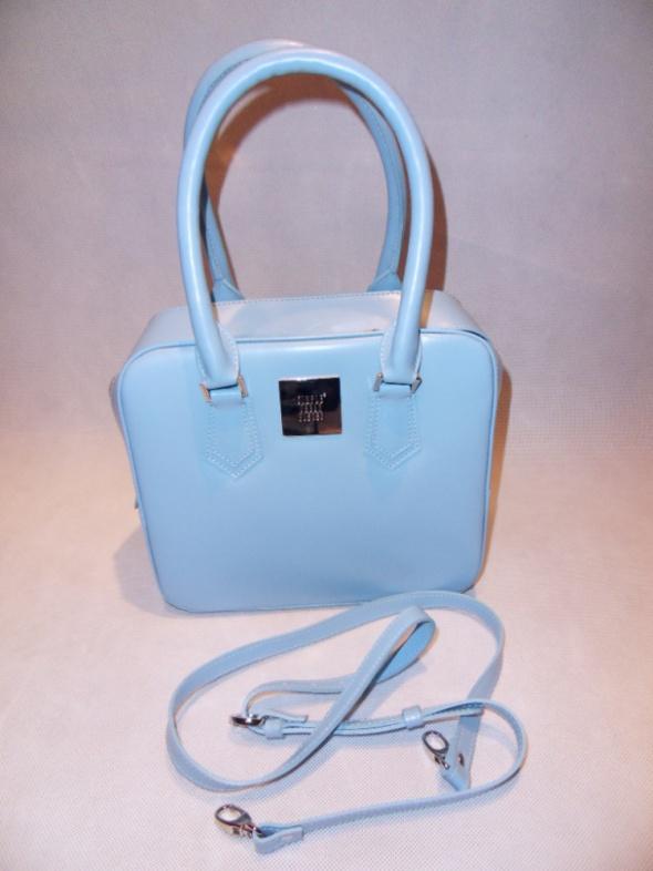 Simple błękitny kuferek mały...