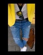 Boyfriend Jeans & Yellow Jacket...