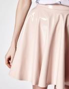 Rozkloszowana spódnica skóra lakierowana MOHITO...